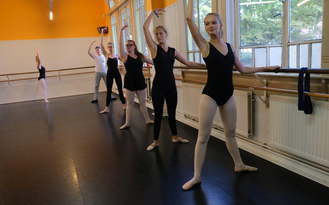 16. Klassiek Ballet – Intermediate – tieners (dinsdag)