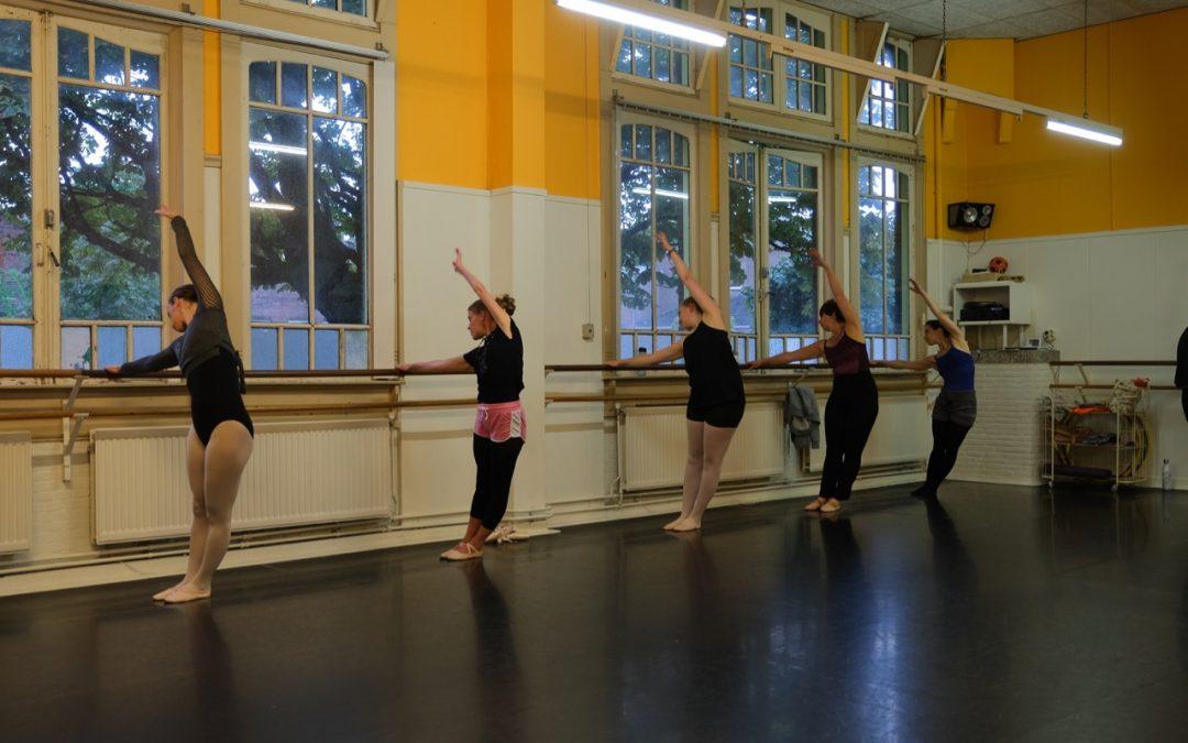 44. Klassiek ballet – Gevorderd – tieners en volwassenen (vrijdag)